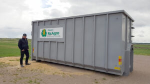 ReAgros medarbetare Miakel Jogevall som sköter återvinningen på Strömsholm